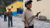 Tak Bisa Sekolah, Anak-anak Ini Harus Memegang Senjata