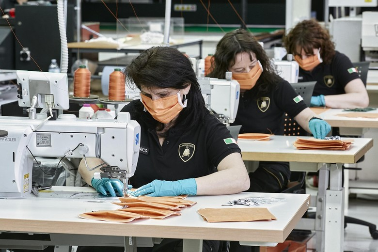 Pabrik Lamborghini Produksi Masker
