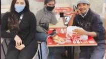Cara Warga Wuhan Belanja hingga Sopir Taksi Ditraktir Makan Penumpang