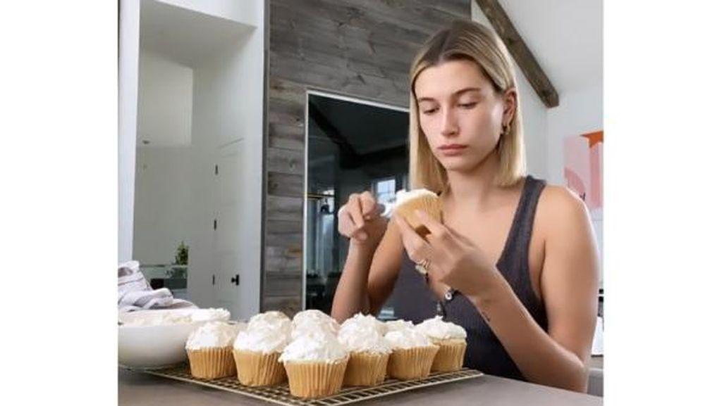 Atasi Gabut Akut, 5 Selebriti Hollywood Sibuk Memasak di Dapur