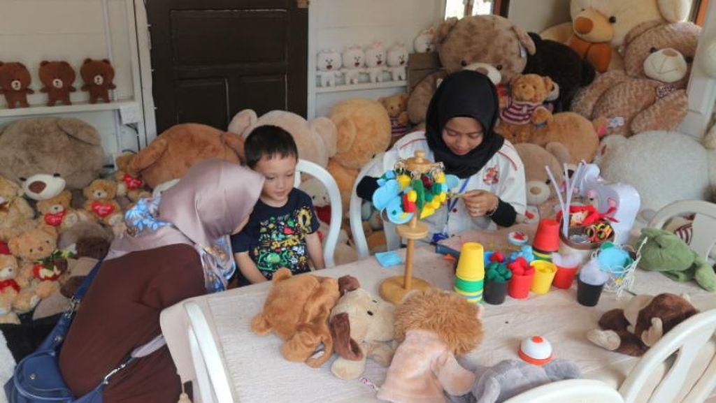 Membuat Suvenir Lucu di Rumah Teddy Bear Lembang