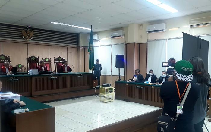 Gerakan Aktivis Indonesia ikut memantau jalannya persidangan kasus penyiraman Air Keras Novel Baswedan. Kedatangannya itu untuk mengawal kasus hukum yang juga membelitnya.