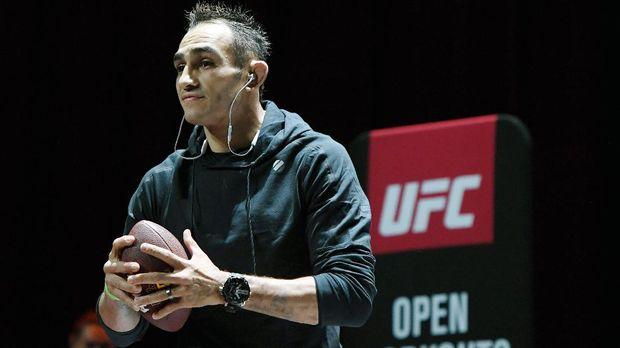 Tony Ferguson mendesak UFC untuk mencopot gelar Khabib.