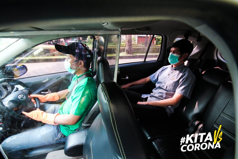 Siapkan Armada untuk Tenaga Medis, Mobil Grab Diberi Partisi Plastik