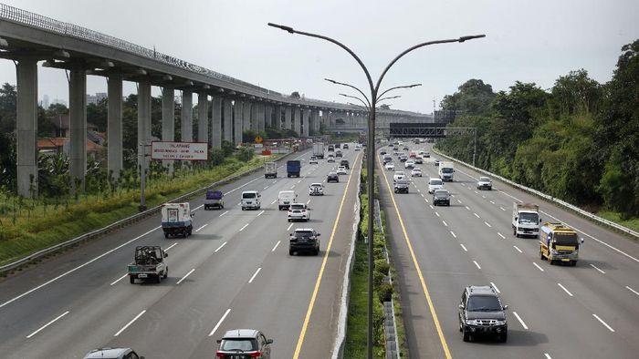 BPTJ Kemenhub keluarkan surat edaran soal pembatasan akses dan transportasi umum di Jabodetabek. Rencananya ruas jalan tol Jabotabek juga akan ditutup sementara