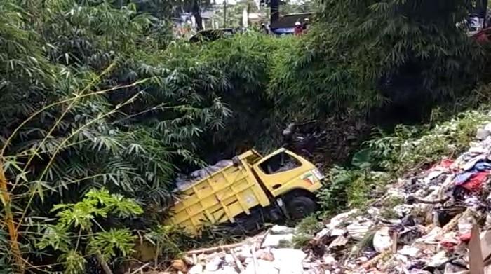 Truk Masuk Jurang di Sukabumi