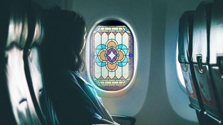 Kaca patri jendela pesawat