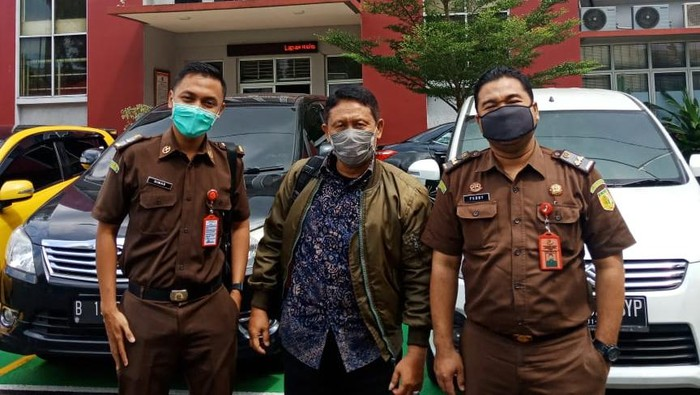 Kejari Jakbar mengeksekusi eks Lurah Tanjung Duren Utara, Ambari ke Lapas Salemba, Jakpus.