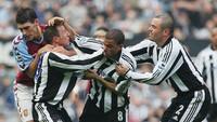 Kisah Pemain Newcastle Baku Hantam, Dapat 3 Kartu Merah, Kalah 0-3