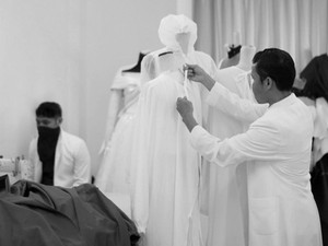 Bantu Tenaga Medis, Sejumlah Desainer Indonesia Kompak Bikin Hazmat