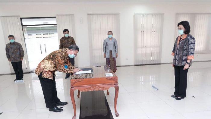 Menkeu Sri Mulyani Indrawati melantik Kepala BKF dan Dirut LMAN