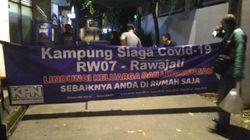 Cegah Corona, Sejumlah RW di Rawajati Jaksel Terapkan Satu Akses Jalan Masuk