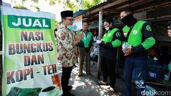 Gandeng Warung Rakyat, Bupati Anas Bagi Kupon Makan Warga Terdampak Corona
