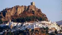 Kota Berbenteng di Atas Bukit Spanyol yang Bebas Corona