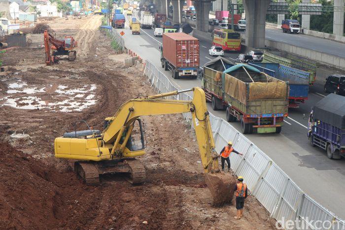 Menteri Badan Usaha Milik Negara (BUMN) Erick Thohir mengatakan tidak semua proyek di BUMN mengalami penundaan di tengah merebaknya virus corona atau Covid-19. Seperti proyek Kereta Cepat Jakarta-Bandung dipastikan jalan terus.