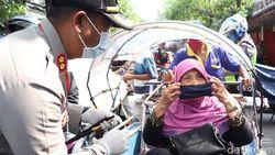 Polisi Tulungagung Bagikan 2.000 Masker ke Pengguna Jalan