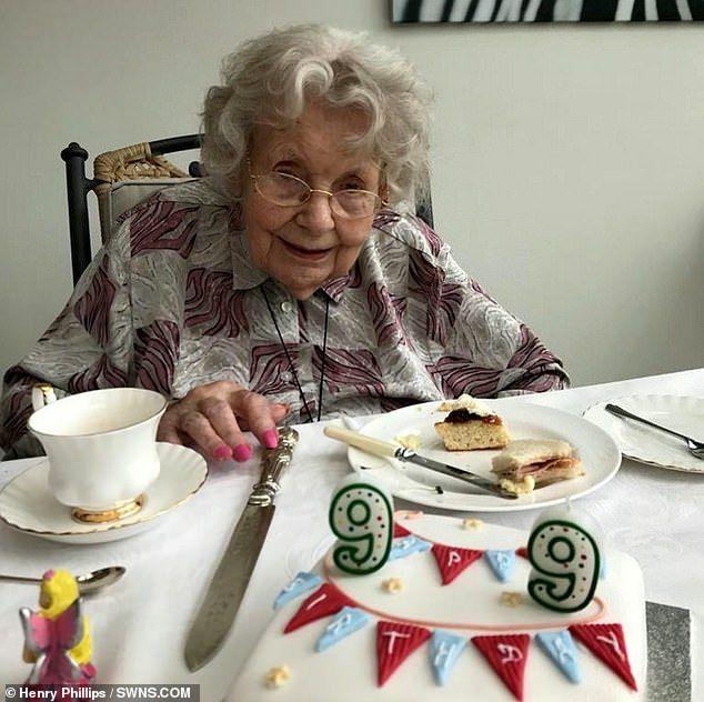 Nenek 99 tahun sembuh dari corona karena marmalade