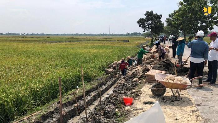 Program Padat Karya Tunai di Pedesaan