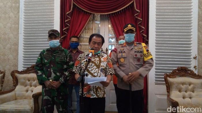 Bupati Banjarnegara, Budhi Sarwono saat jumpa pers, Sabtu (4/4/2020).