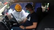 Potret Warga Bandung Jalani Rapid Test dengan Drive Thru