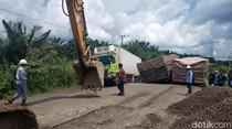 Jalan Lintas Palembang-Jambi Rusak Parah, Kemacetan Hingga 5 KM