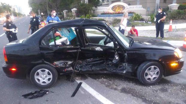 Hyundai Accent yang terlibat kecelakaan dengan Chevrolet Corvette