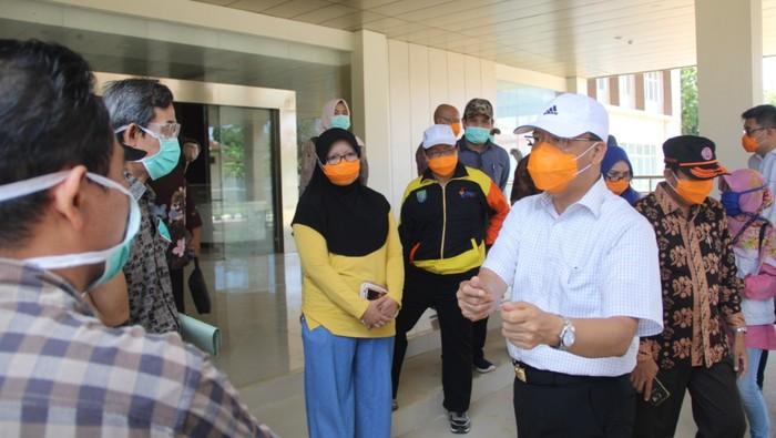 Gubernur Bengkulu Rohidin saat meninjau Gedung Rawat Inap Fatmawati RSUD M. Yunus Bengkulu