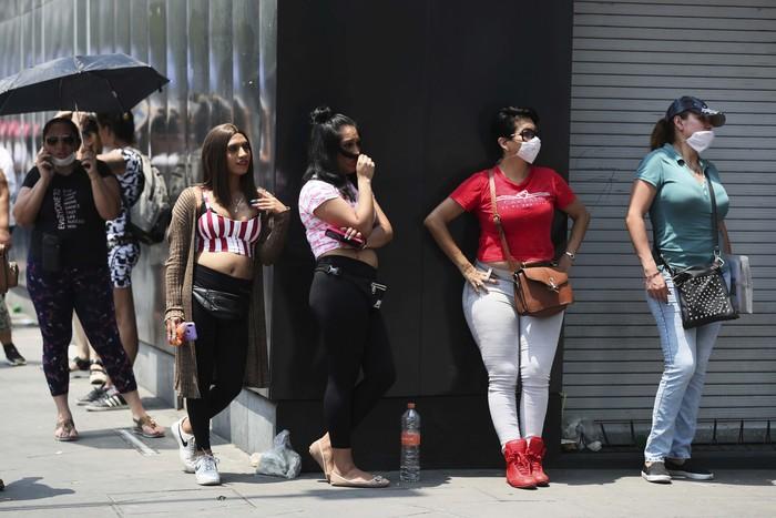 Pemerintah Kota Mexico City, Meksiko, memberikan insentif kepada para pekerja  seksual di kota tersebut agar mereka mau tinggal di rumah. Langkah ini untuk  mencegah penyebaran virus corona.