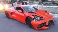 Duh, Baru Sehari Keluar Dealer, Mobil Sport Ini Ringsek karena Tabrakan