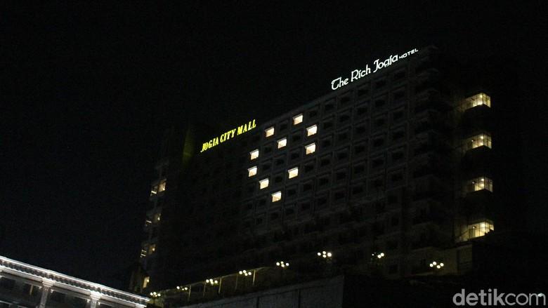 Hotel di Yogyakarta Menyalakan Lampu Berbentuk Hati Sebagai Aksi Solidaritas di Tengah Wabah Corona