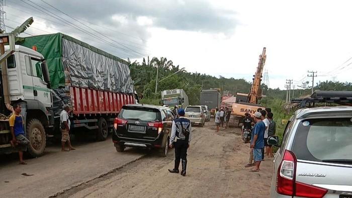 Jalan rusak di Palembang