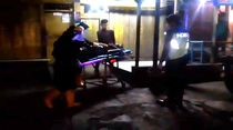 Pria Tergeletak di Sukabumi Dievakuasi Petugas Pakai APD Terindikasi Corona
