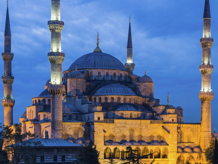 Turki menutup semua kegiatan wisata di negara tersebut hingga akhir Mei 2020. Penutupan  dilakukan seiring dengan mewabahnya virus corona yang kian meluas.