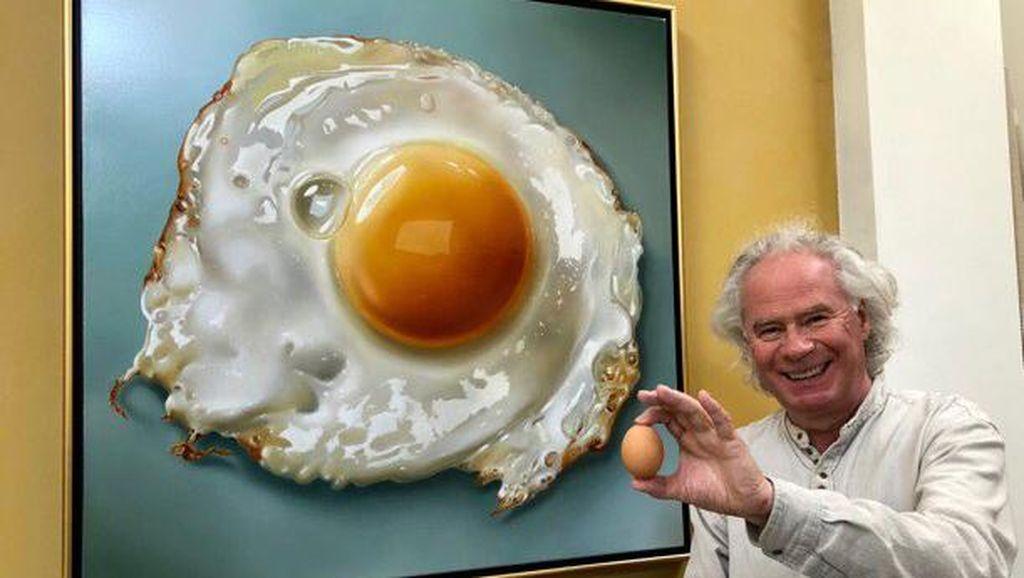 Doyan Banget Telur, Seniman Ini  Melukis Telur Persis Aslinya