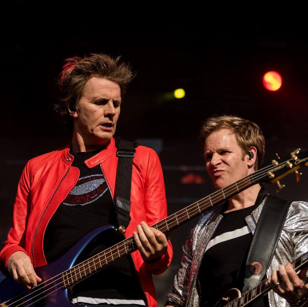 Bassis Duran Duran Positif Corona, Kini Sudah Pulih