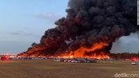 Api Hanguskan 3.500 Mobil di Bandara Florida