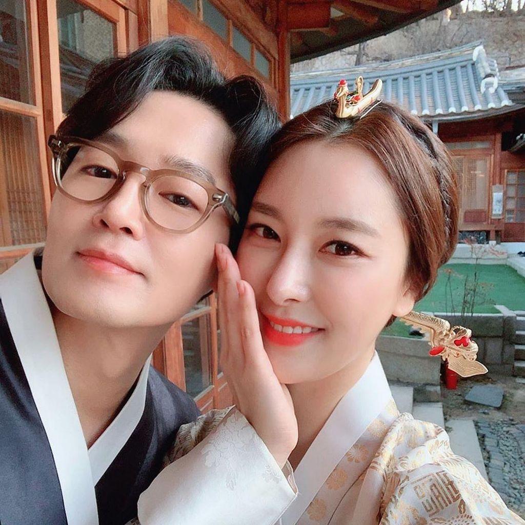 Pernikahan Dua Artis Korea Ini Terpaksa Ditunda karena Corona