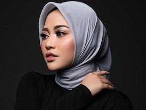 Rachel Vennya Unggah Foto Tanpa Hijab, Ini Curhatnya Soal Hijrah