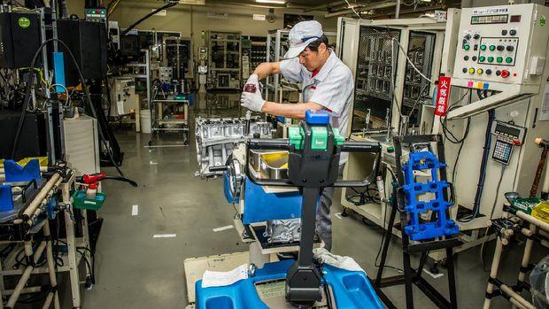 Para Takumi merakit mesin Nissan GT-R