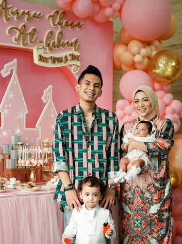 Rachel Vennya, suaminya Nico Al Hakim dan kedua anak mereka.