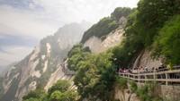 Gunung di China Langsung Diserbu 20.000 Turis Setelah Lockdown Dilonggarkan