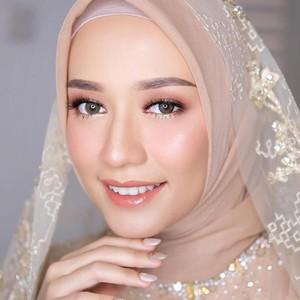 Foto: Inspirasi Hijab Siraman Hingga Akad Mega Iskanti yang Nikah Tanpa Tamu