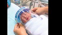 Cegah Corona, Bayi Baru Lahir Dipasangi Pelindung Wajah