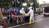Meninggal Saat Nyetir, Warga Aceh Besar Dievakuasi Medis Berbaju Hazmat