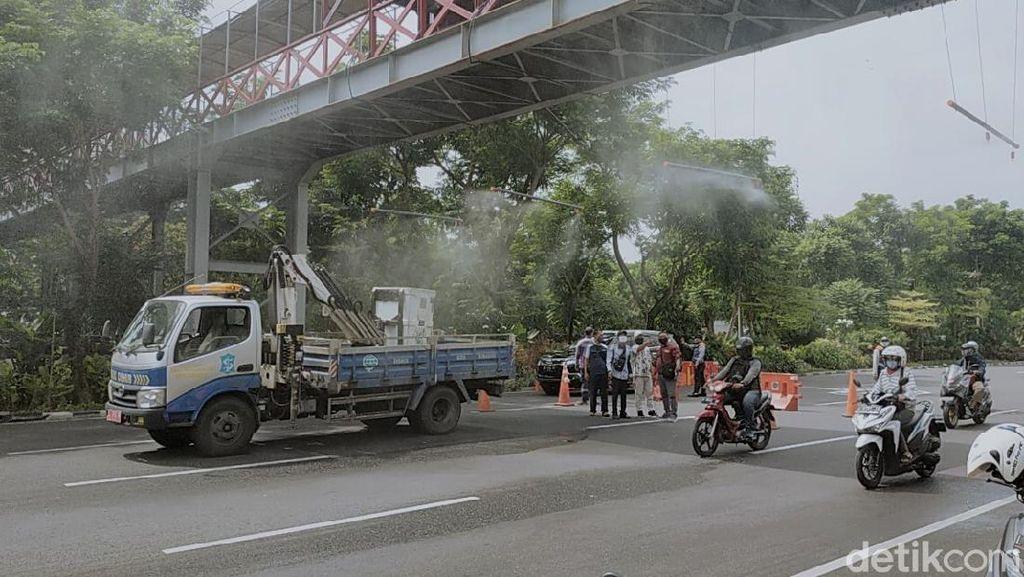 Halau Corona, Alat Semprot Disinfektan Dipasang di Bawah JPO Surabaya
