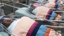 Pencegahan virus Corona juga diterapkan rumah sakit untuk para bayi yang baru saja dilahirkan. Mereka dipasangi pelindung wajah mungil untuk mencegah virus itu.