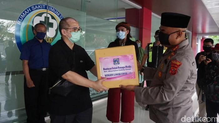 Master Limbat donasikan APD untuk tenaga medis di Cianjur