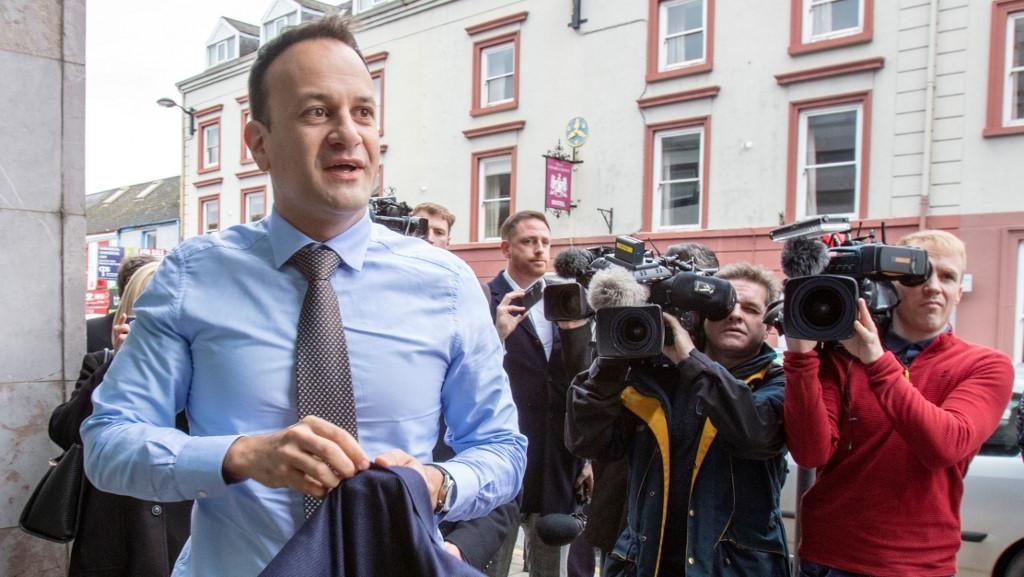 PM Irlandia Gabung dengan Tim Medis untuk Tangani Pasien Virus Corona