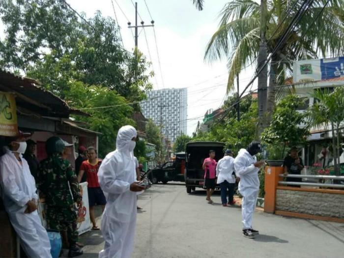 Seorang pasien positif corona meninggal di Rumah Sakit Haji Surabaya. Pasien tersebut berjenis kelamim laki-laki.