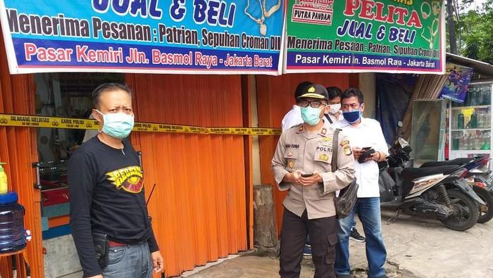 Polisi cek TKP perampokan toko emas di Pasar Kemiri Kembangan Jakbar
